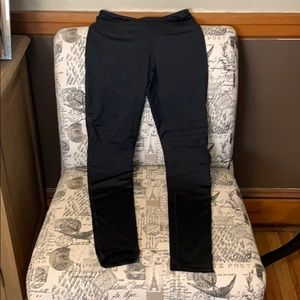 Zella size small leggings with detail on the thigh